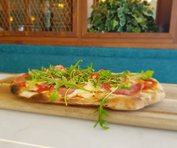<h6 class='prettyPhoto-title'>VENDÉE SMOKED HAM PIZZA (14.00€)</h6>