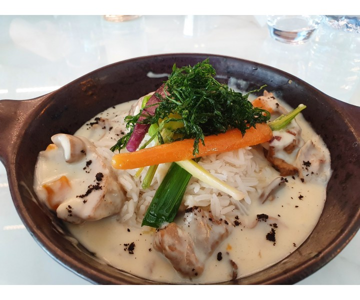 <h3 class='prettyPhoto-title'>CHEF'S MIJOTE</h3><br/>Blanquette of veal with vegetables and Creole rice