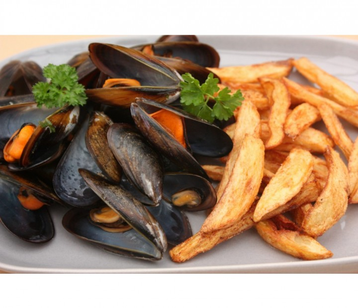 "<h6 class='prettyPhoto-title'>Every Thursday ""Moules frites"" (12.00€)</h6>"